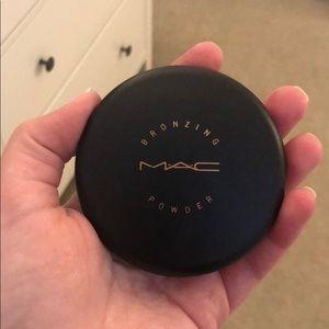 Mac bronzing powder color is bronze